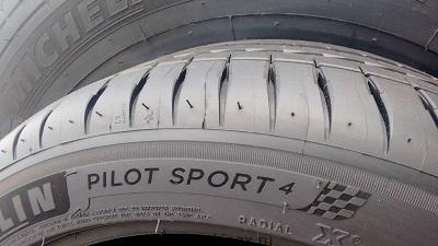 пилот спорт 4