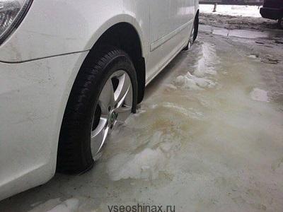 Колеса вмерзли в лед